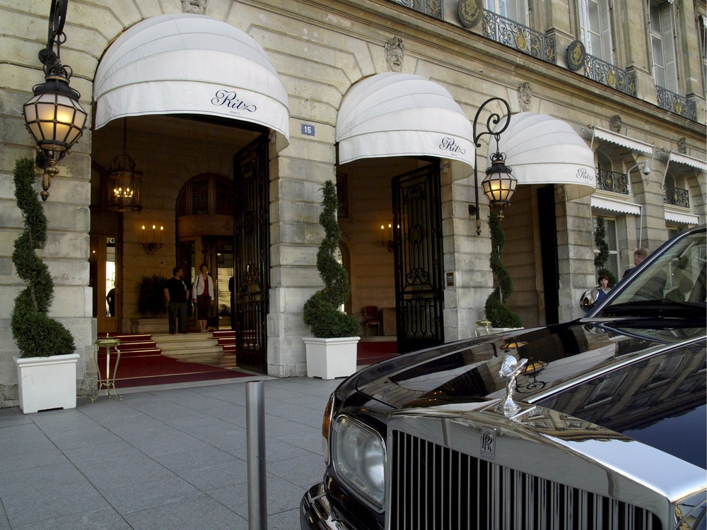 epa01142092 (FILE) A file photograph dated 25 August 2007 of a Rolls Royce parked in front of the Ritz Hotel main entrance in Paris, France. The Diana inquest jury hearing the inquest into the deaths of Princess Diana and Dodi Al Fayed will spend 08 October 2007, in Paris, where the couple died 10 years ago. The jurors will visit the spot where the car the couple were travelling in crashed in the Pont de l'Alma tunnel and the Ritz Hotel, where the couple dined before setting out on the fatal journey.  EPA/HORACIO VILLALOBOS