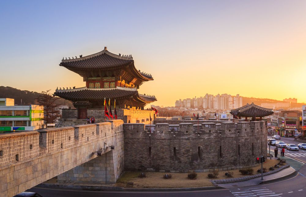 hwaseong-fortress_night