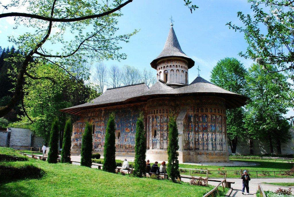 voronet-monastery_eye