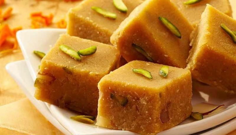 インドの半生ミルク菓子「バルフィ」(Burfi)