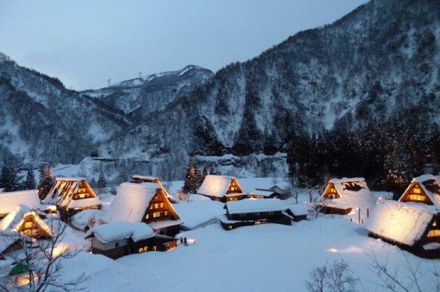 雪景色のライトアップ