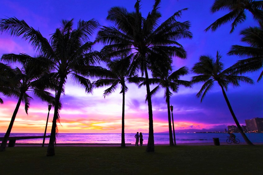 (Sunset of Waikiki Beach)