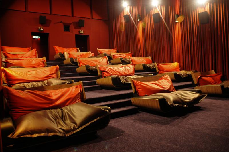 映画館10