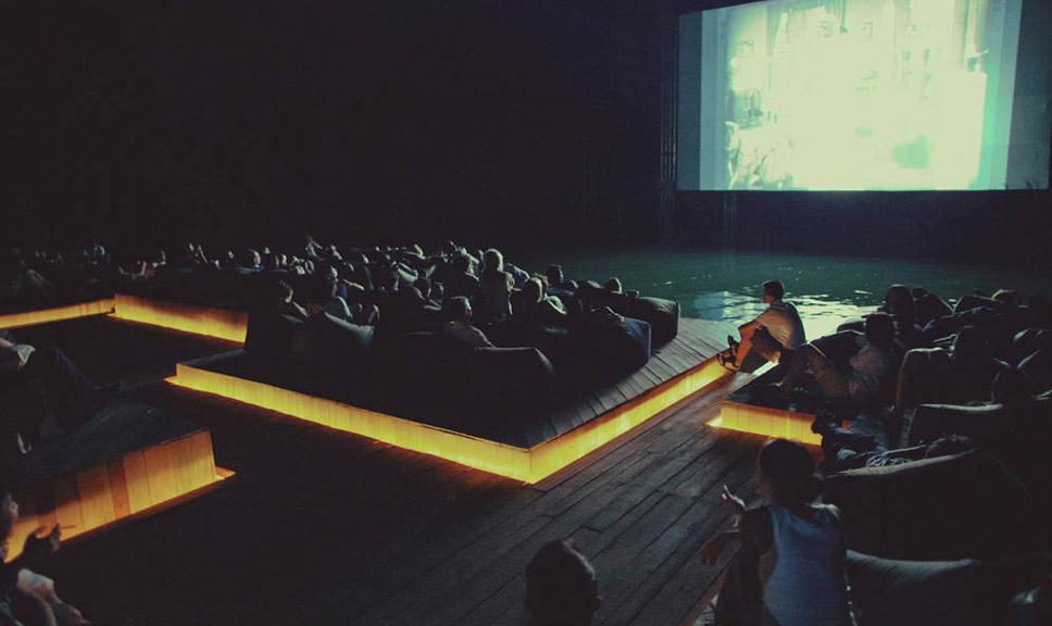 映画館12