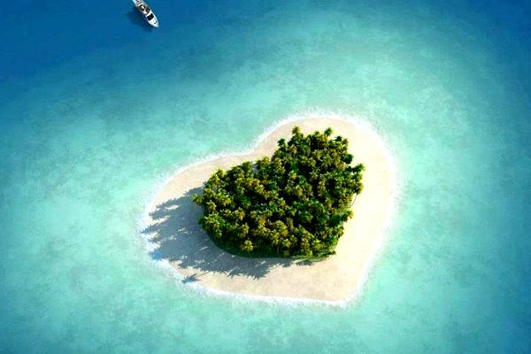 95ハート型の島